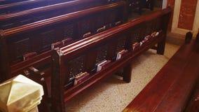 木座位在一个基督教会里 影视素材