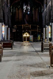 木座位&器官与彩色玻璃Windows -被放弃的教会-纽约 库存图片