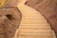 木弯曲的楼梯 免版税库存照片