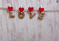 木形成词爱的信件和心脏 免版税库存图片