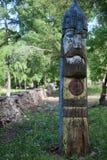 木战士在公园 免版税库存照片