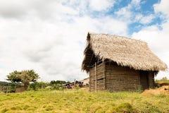 木房子在村庄 免版税库存照片