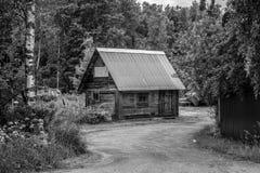 木房子在森林里 库存图片