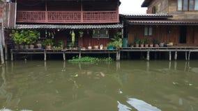 木房子时间间隔沿着chanel,曼谷泰国的 股票视频