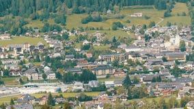 木房子的大数滑雪胜地的,在奥地利阿尔卑斯的谷 股票录像