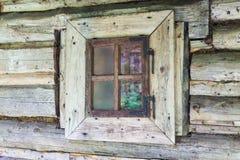 木房子老的视窗 免版税库存照片