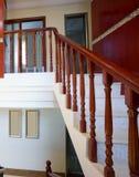 木房子豪华的楼梯 免版税图库摄影
