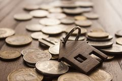 木房子钥匙圈 免版税库存图片