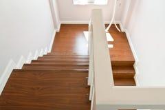 木扶手的台阶 免版税图库摄影