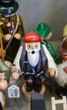 木摄影师在圣诞节商店的待售在Bru的中心 库存照片