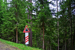 木改道框架指针红色丝带概略的符号的业务量 免版税库存照片
