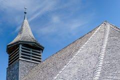 木教会屋顶和钟楼详细的看法  库存照片