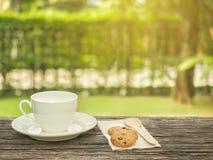 木无奶咖啡的表 免版税库存照片