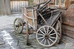 木无盖货车被设置对木墙壁 免版税库存图片