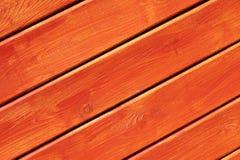 木明亮的橙色被绘的墙壁 免版税库存图片
