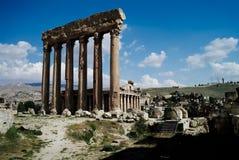 木星寺庙和赫利奥波利斯巨大法院废墟在巴勒贝克,贝卡山谷,黎巴嫩 免版税库存照片