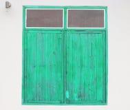 木曼谷菩萨鲜绿色kaew phra寺庙泰国wat的视窗 免版税图库摄影