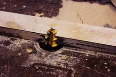 木材加工机床切削细节 锯 免版税图库摄影