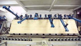 木材加工 边缘被胶合的盘区制造业  股票视频