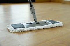 木条地板清洁 库存照片