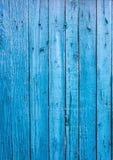 木板在一种深蓝颜色被绘 老痛苦 免版税图库摄影
