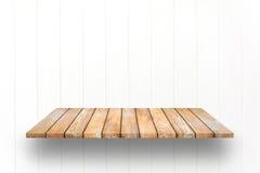 木板条架子和白色木墙壁背景 免版税图库摄影