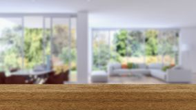 木板空的台式和迷离内部在迷离Backgro 免版税库存照片