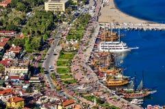 木板走道和港口在阿拉尼亚,从城堡的看法 免版税库存图片