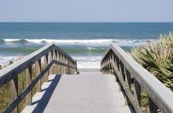 木板走道海洋 免版税图库摄影