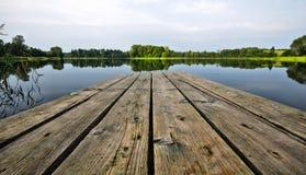 木板走道湖 库存图片
