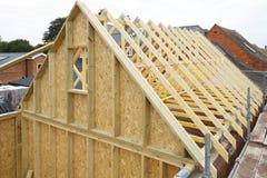 木构架房子屋顶 免版税库存照片