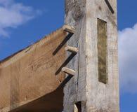 木构架谷仓岗位和射线联接与木钉 图库摄影