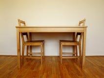 木桌和两把椅子 库存照片