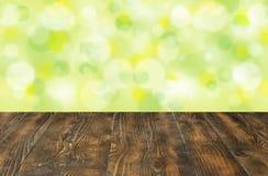 木桌和抽象背景文本或产品空间的 库存照片