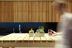 木桌在厨房里 库存照片