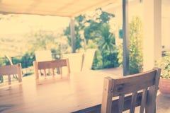 木桌(被过滤的图象被处理的葡萄酒eff 图库摄影