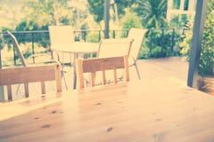 木桌(被过滤的图象被处理的葡萄酒eff 库存照片