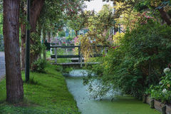 木桥在前渔村Haaldersbroek 图库摄影