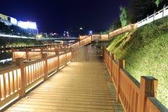 木桥夜视图 免版税图库摄影