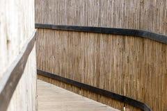 木桥操刀与竹墙壁 库存照片