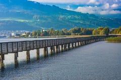 木桥,圣詹姆斯,湖瑞士苏黎士方式  免版税图库摄影
