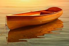木棕色小船 免版税图库摄影