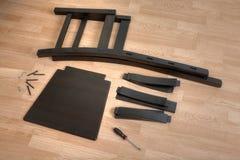 木椅子、工具和紧固件的零件在地板上说谎 库存图片