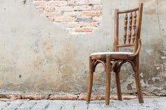 木椅子在老家 库存图片