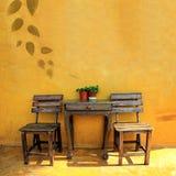 木椅子的葡萄酒 免版税库存照片