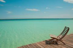 木椅子饰面海水 库存照片