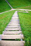 木楼梯在村庄Kernave 库存图片