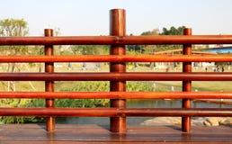 木楼梯栏杆 免版税库存照片