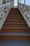 木楼梯 免版税库存照片