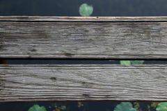 木横跨河 免版税库存照片